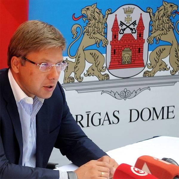 Суд запретил мэру Риги говорить и писать по-русски и по-английски