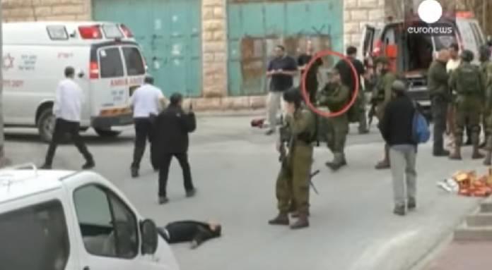 Глава МО Израиля считает героем солдата, добившего раненого палестинца