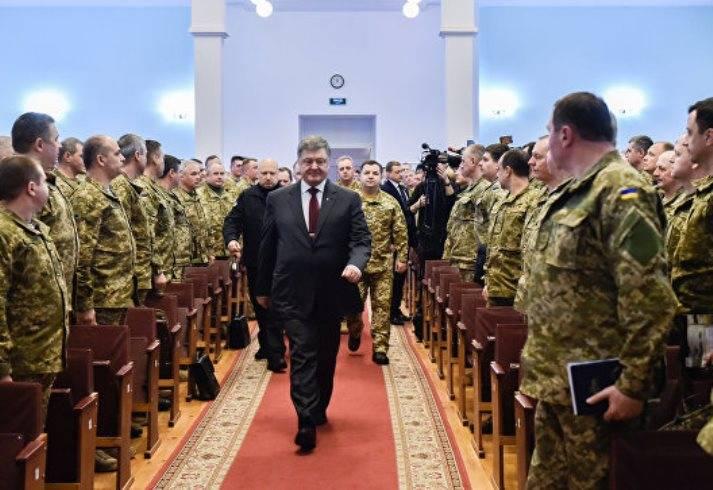 """Poroshenko: la amenaza de una guerra a gran escala con la Federación Rusa """"no ha desaparecido"""""""