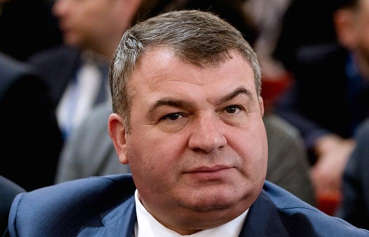 O governo nomeou o ex-ministro da Defesa Serdyukov para o Conselho de Diretores do KLA