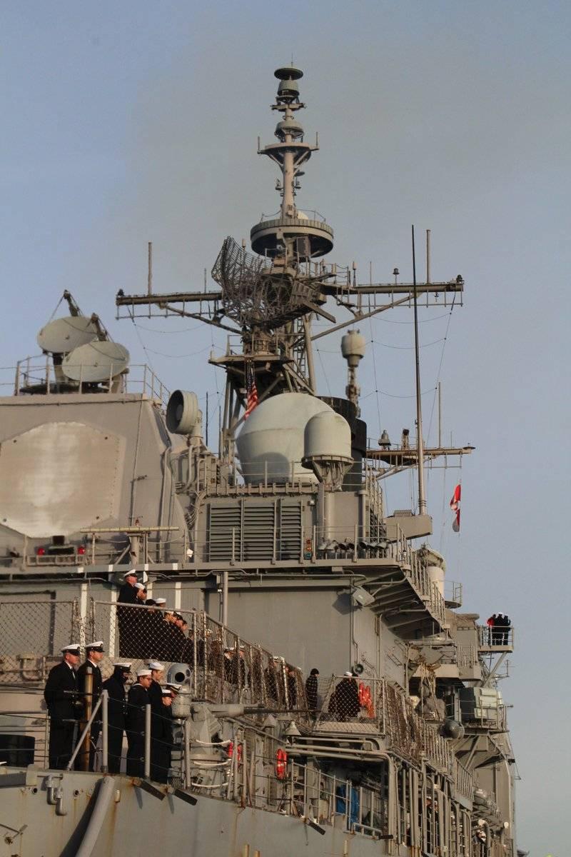 El crucero de misiles de la Marina de los Estados Unidos llegó a Estonia