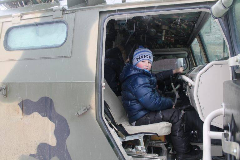 Le vacanze militari a Narva o una risposta discreta alle provocazioni della NATO