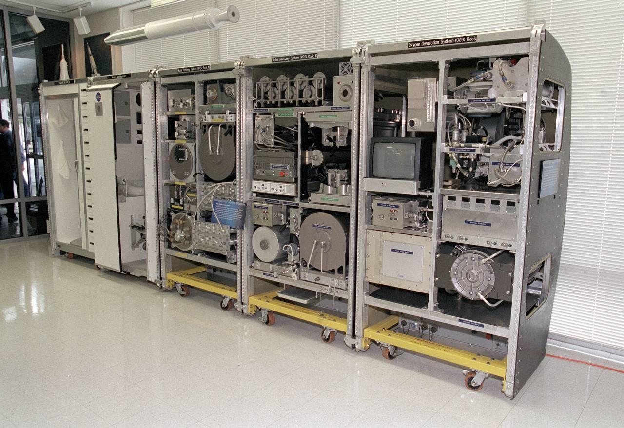 Откуда берутся вода и кислород на МКС? От Белки и Стрелки до МКС. Часть 2.