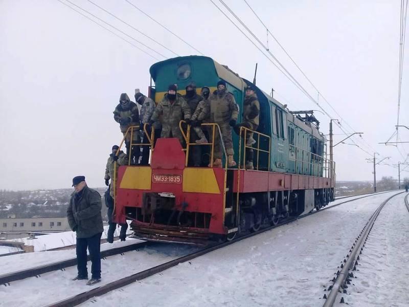 ЕС призвал Порошенко срочно решить проблему блокады неподконтрольных Киеву территорий