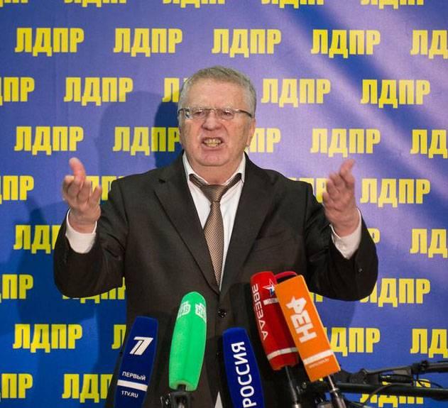 """Zhirinovsky ofrece regresar a Rusia el tricolor imperial y el himno """"Dios salve al zar""""."""