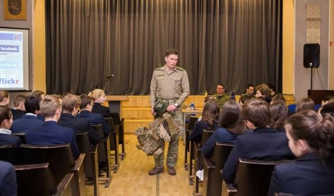"""NATO vs Puskin: lezioni da """"Pace e sicurezza"""" presso la scuola russa"""