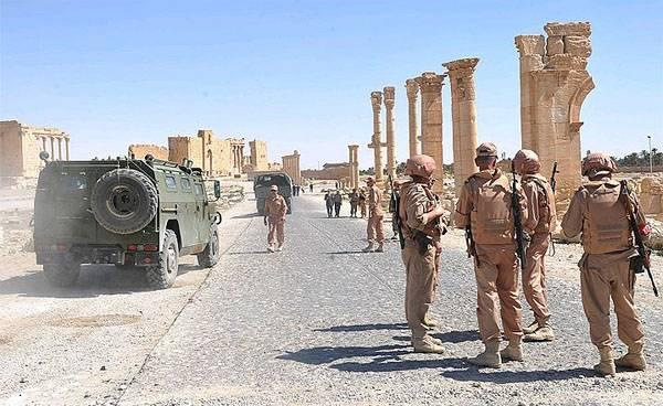 Русский генерал пострадал при нападении наколонну вСирии
