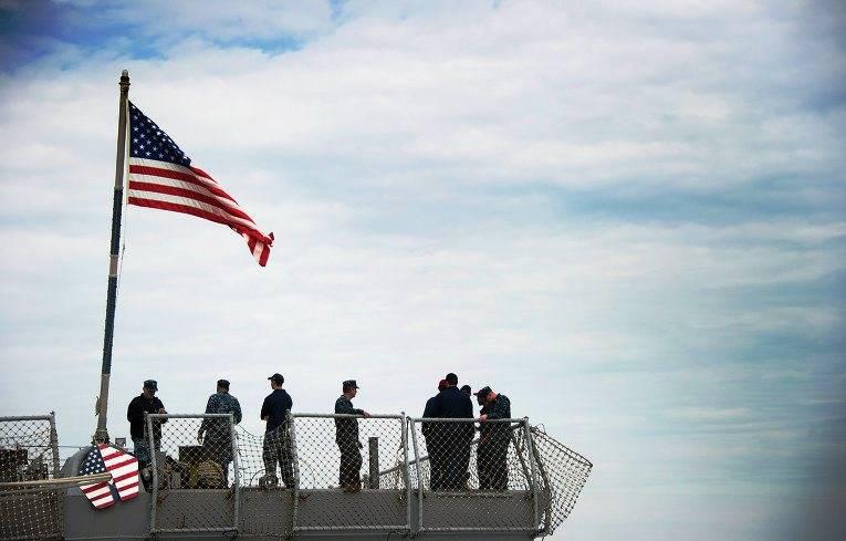 Корабль ВМС США изменил курс из-за приближения иранских катеров вОрмузском проливе
