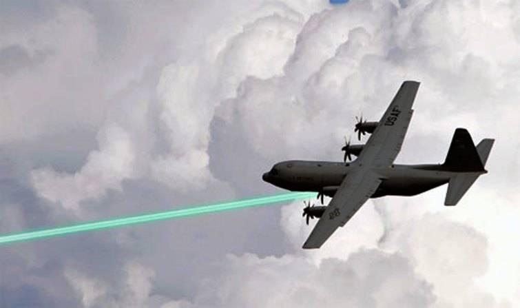 Nos EUA, reviveu o projeto para criar uma arma laser de aviação