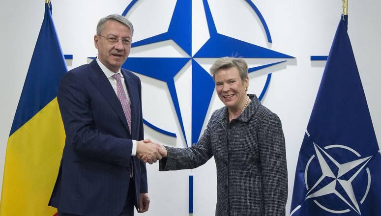 """НАТО выступает с """"осуждением"""" торговой блокады Донбасса"""