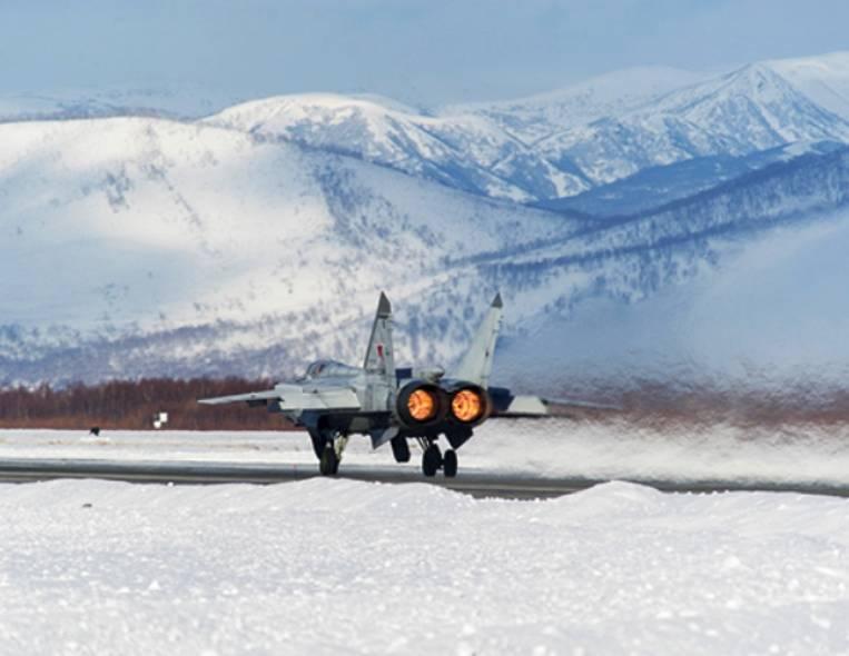 Звено МиГ-31 совершило перелет с Камчатки в Приморье