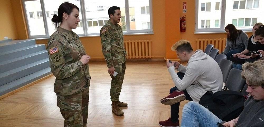 """Das US-Außenministerium """"rekrutiert"""" das Bewusstsein der baltischen Schüler"""