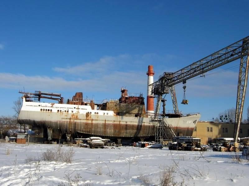 O ferreiro de Leninsky cria um navio de reconhecimento de uma traineira