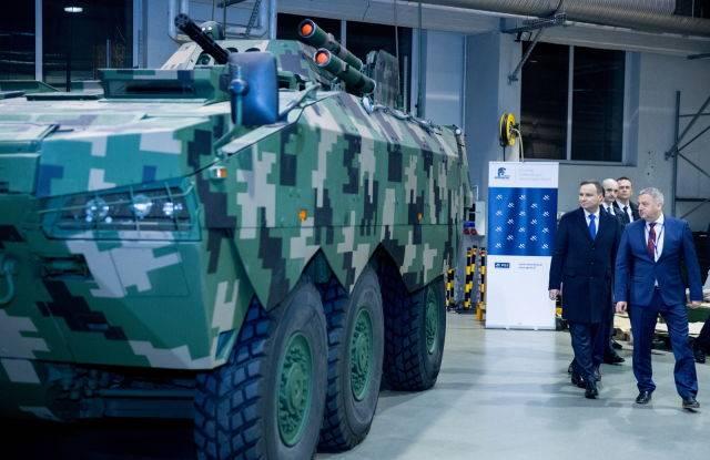 O Rosomak 6x6 BTR foi mostrado na Polônia