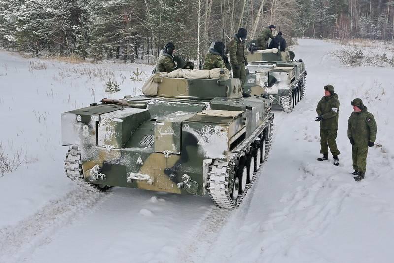 Das 242-te Airborne Training Center begann mit der Umschulung der Besatzung bei BMD-4M und BTR-MDM