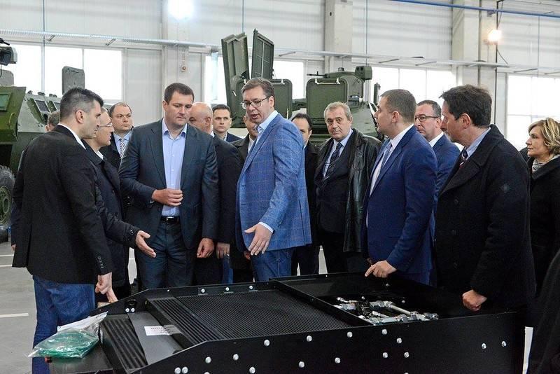 Сербскому премьеру показали новую военную технику