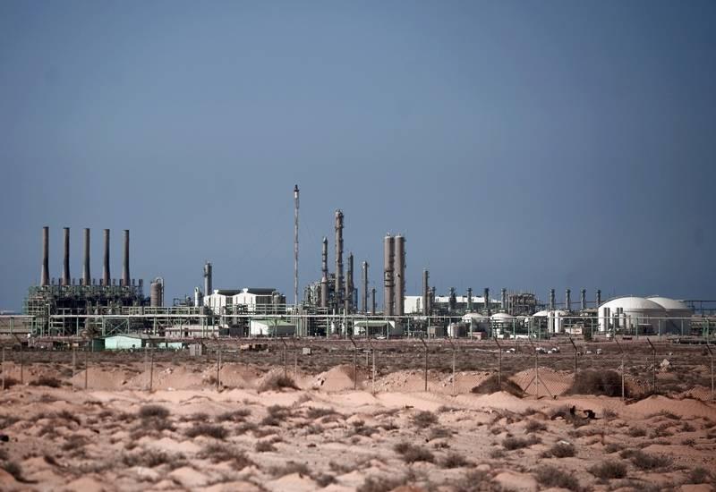 Tropas huftares capturaron los puertos petroleros de libia
