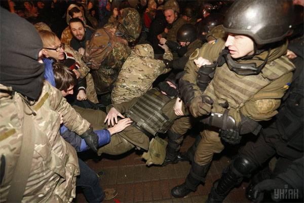 В Киеве призвали громить магазины Roshen