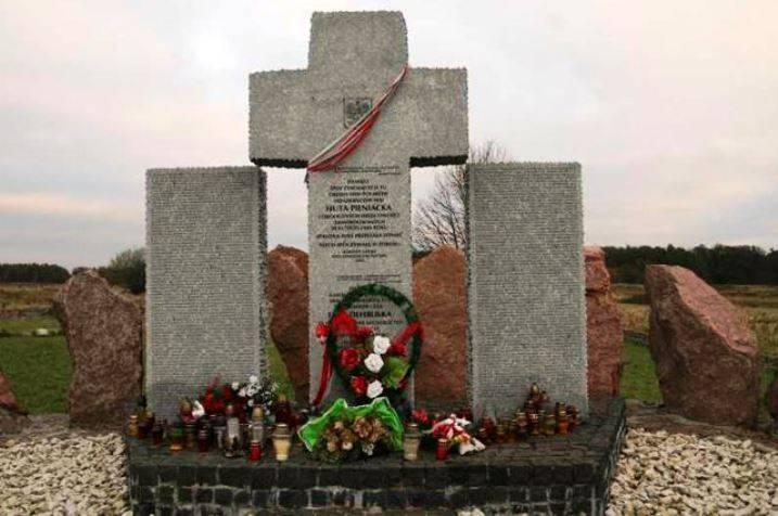 Na região de Lviv, mais uma vez profanou um monumento aos poloneses, executado pelos nazistas