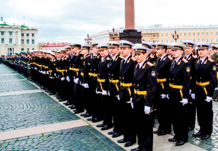 Парламент разрешил офицерам ВМФ ношение кортика пожизненно