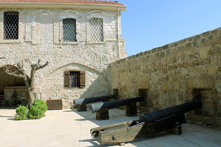 Замок на Финиковой набережной
