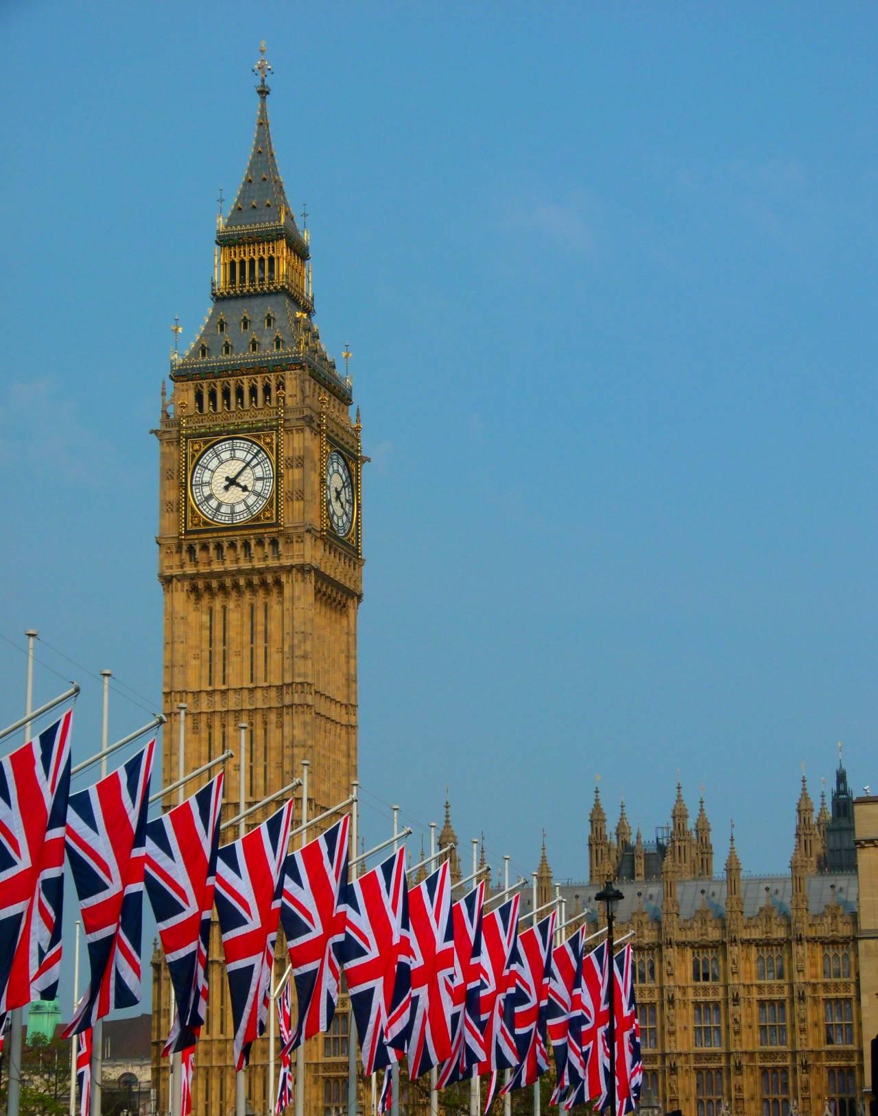 So eine fragile Demokratie, oder wie sich Großbritannien gegen Russland verteidigt
