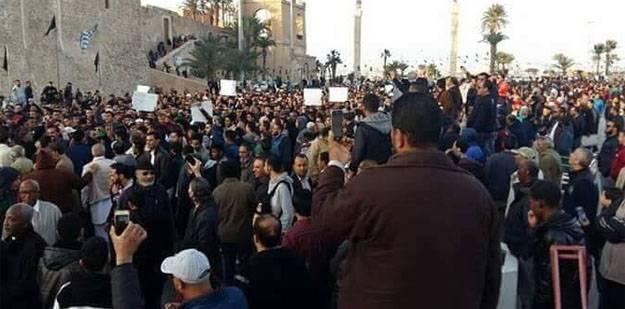 Em Trípoli, militantes abriram fogo contra participantes do comício