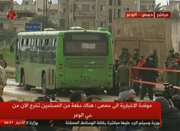 Боевики по предоставленному коридору покидают сирийский Хомс