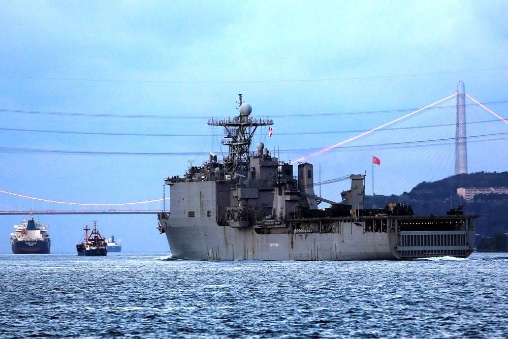 Десантный корабль НАТО покинул Черное море