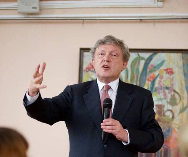 """Kandidat Yavlinsky: von der """"Normalisierung der Beziehungen zum Westen"""" bis zur """"Einberufung der verfassunggebenden Versammlung"""""""