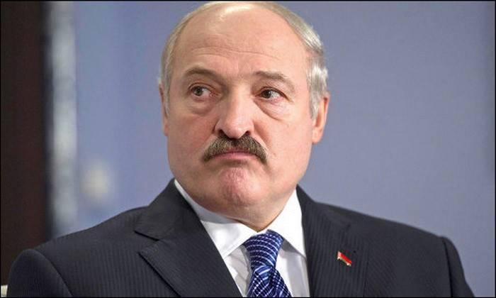 Lukashenko exigiu que os militares permitissem que observadores ocidentais compartilhassem exercícios com a Rússia.