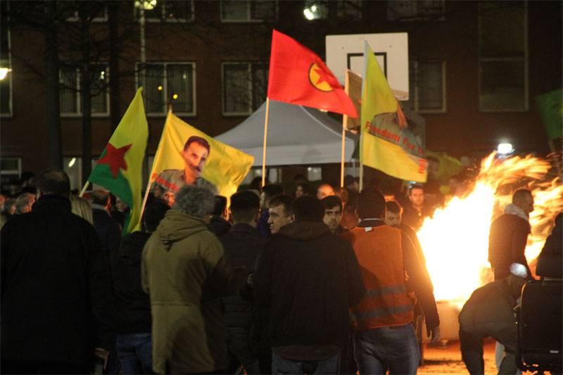 Анкара возмущена санкционированными акциями сторонников РПК в Нидерландах