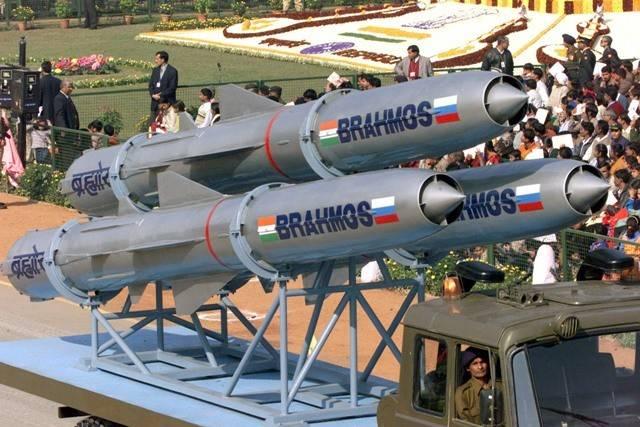 """Escala aumentada """"BrahMos"""" pode entrar em serviço com os militares indianos até o final do ano"""
