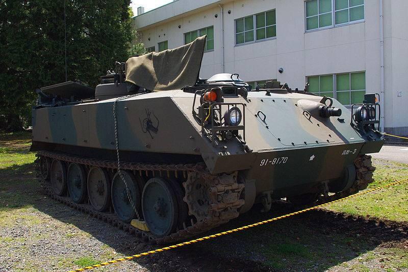 """Transportador de pessoal blindado """"Type 73"""" (Japão)"""