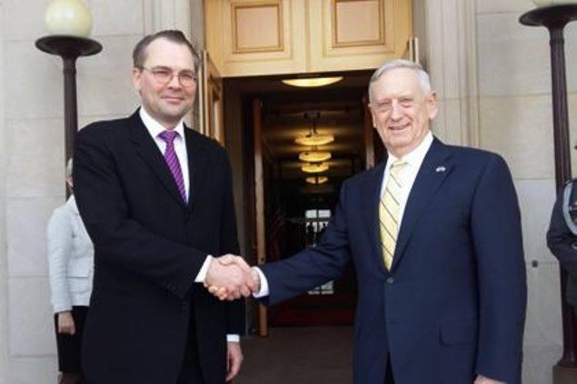 Главы военных ведомств США и Финляндии обсудили «российскую угрозу»