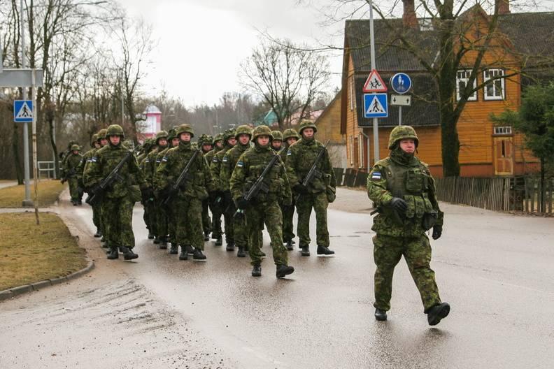 Эстонские военные переезжают изтеплых казарм впалатки