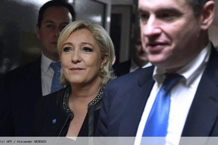 """Marine Le Pen em Moscou: """"Os Estados Unidos estão provocando uma grande guerra na Europa"""""""