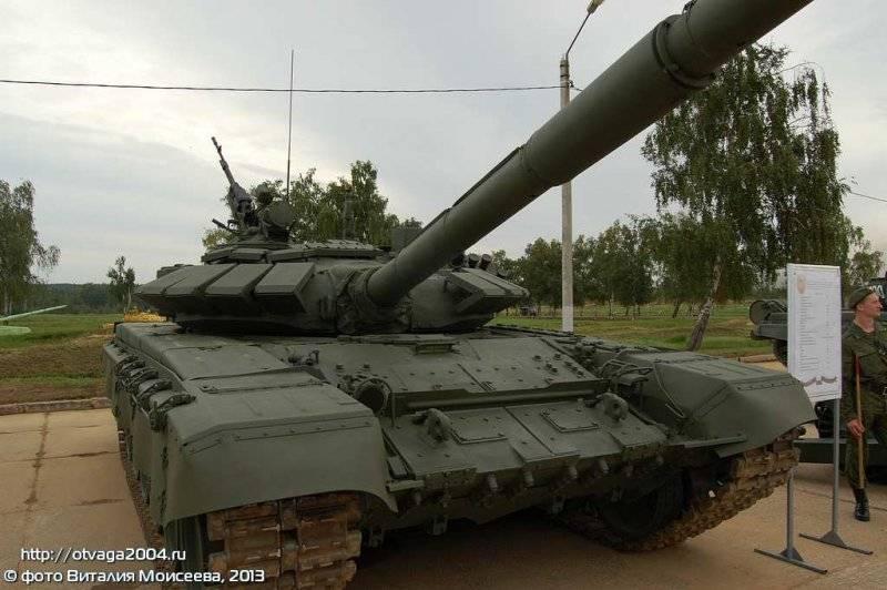 La squadra dei carri armati T-72B3 è entrata nella divisione dei fucili motorizzati Taman