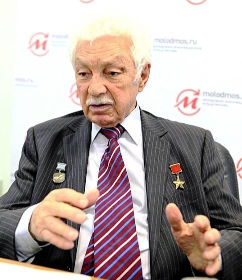O piloto de testes Stepan Mikoyan morreu com a idade de 95