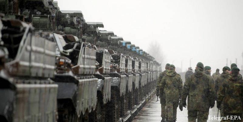 В Эстонию прибыл первый эшелон с боевой техникой НАТО