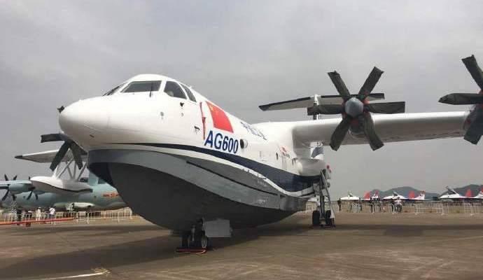 Il più grande aereo anfibio del mondo AG600 inizia i test