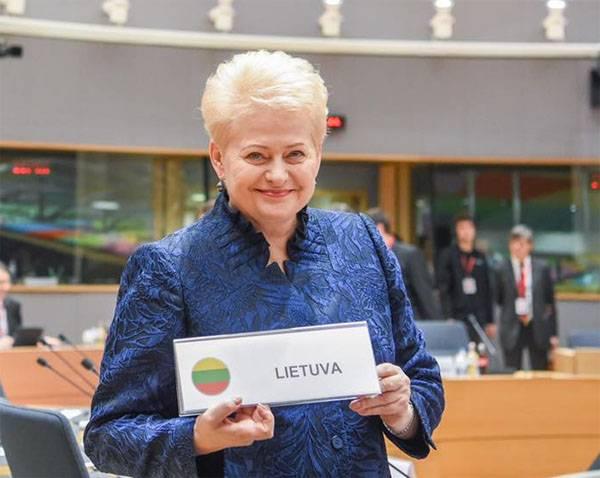 """Grybauskaite pede a Merkel para retornar a """"Lei sobre a restauração da independência"""" para a Lituânia"""