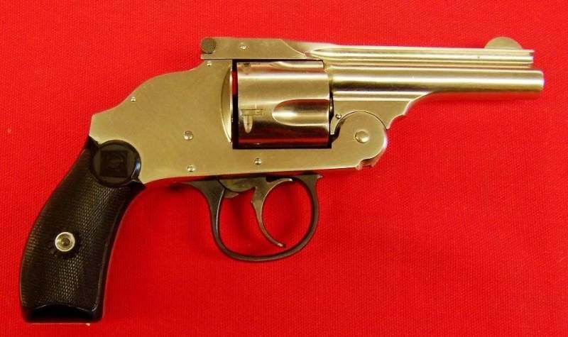 1490188880_2.-revolver-6.jpg