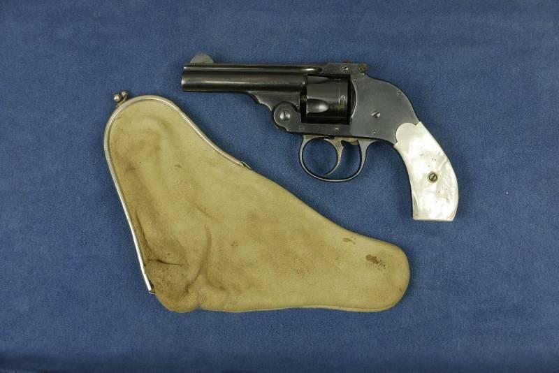 1490188888_4.-revolver-4.jpg