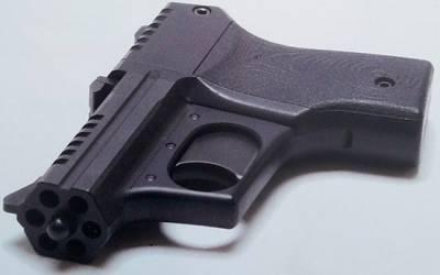 Необычный многоствольный пистолет.