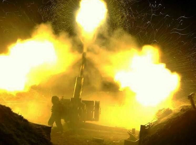 Артиллеристы и морпехи провели в Крыму учебно-боевые стрельбы