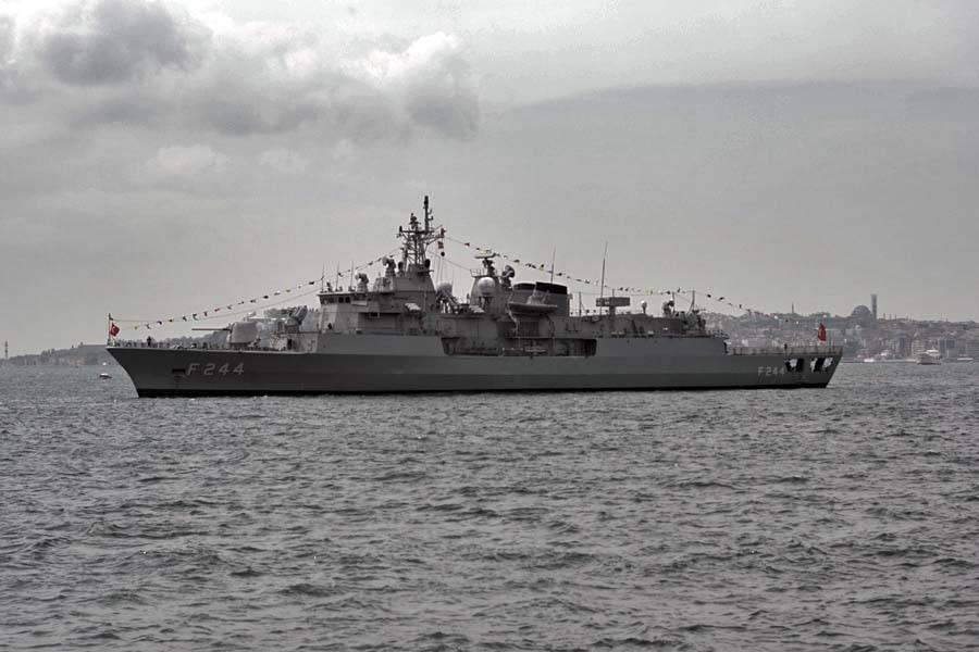 Турецкие боевые корабли вошли впорт Новороссийск