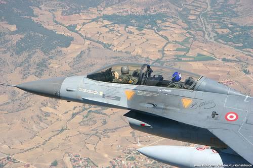Турецкие ВВС бомбят группы вооружённых курдов на юго-востоке страны