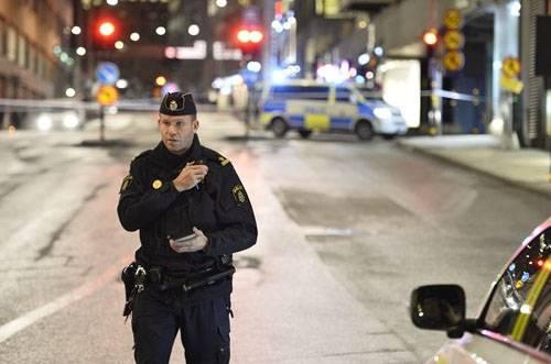 Теракт в Стокгольме. Грузовик въехал в толпу людей