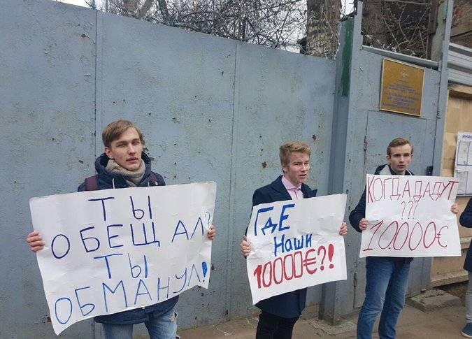 Подростки потребовали от Навального обещанные денежные средства